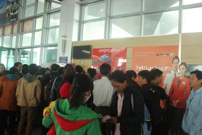 Nghệ An: Máy bay liên tục hoãn chuyến, hành khách bức xúc