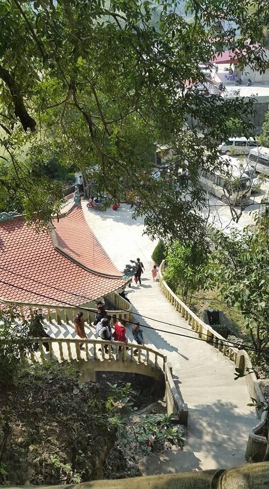 HÌnh ảnh chùa bụt bay nhìn từ trên núi xuống. (ảnh: Minh Long).