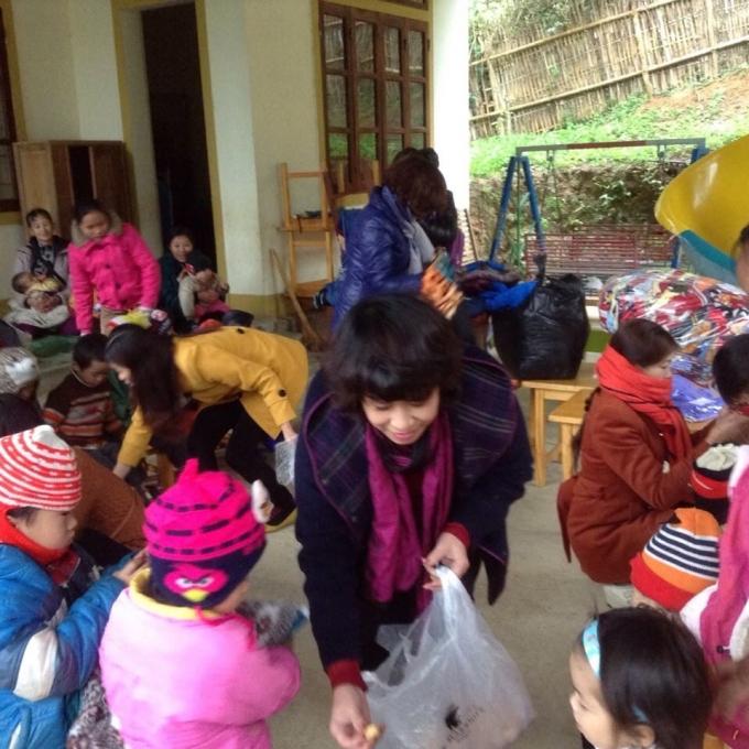 (ảnh: Minh Long).              Đường đi vào điểm từ thiện rất khó khăn. (ảnh: Minh Long).