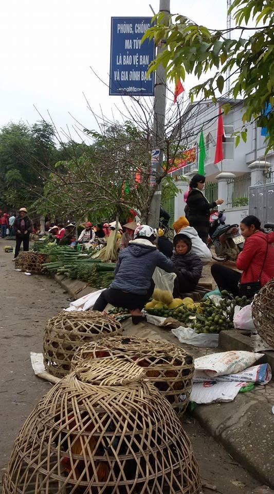 Chợ Thị trấn Kim Sơn chiều 28 tết.