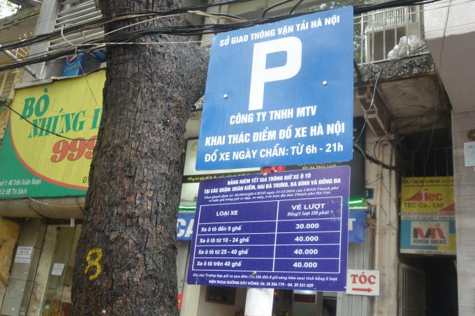Bảng niêm yết giá trông giữ xe ô tô tại các quận của Hà Nội
