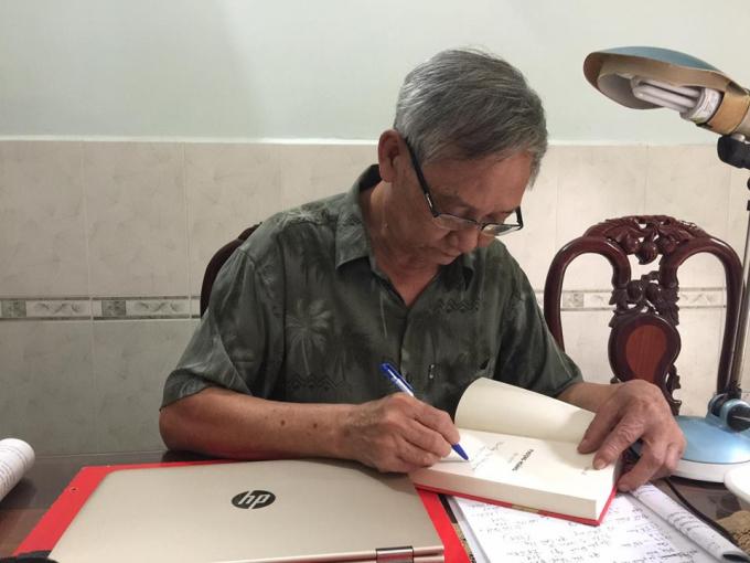 Nghệ sỹ ưu tú, Nhà văn Văn Lê.