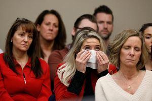 Khán phòng xúc động khi nghe tòa tuyên án hôm 24/1.
