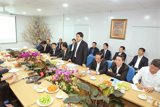 Chủ tịch UBND TP Hà Nội Nguyễn Đức Chung phát biểu tại buổi thăm và làm việc với BQL Dự Án Nhà máy nước mặt sông Đuống.