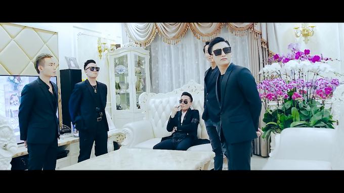 Ca sĩ Nam Khang cùng các diễn viên tham gia
