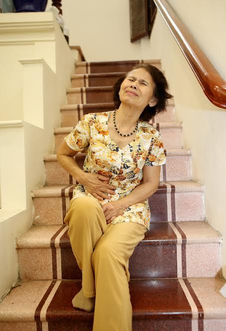 Cô Thương liên tục đau bụng kể từ khi bị bệnh đại tràng.