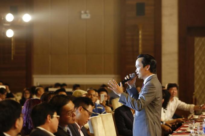 Ông Trịnh Văn Quyết - Chủ tịch HĐQT Tập đoàn FLC thẳng thắn trả lời những thắc mắc của nhà đầu tư.