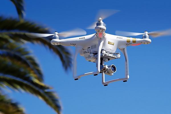 Các hoạt động bay và hoạt động nhập khẩu, xuất khẩu, sản xuất, kinh doanh thiết bị bay không người lái và các phương tiện bay siêu nhẹ cần phải xin cấp phép (ảnh minh họa).