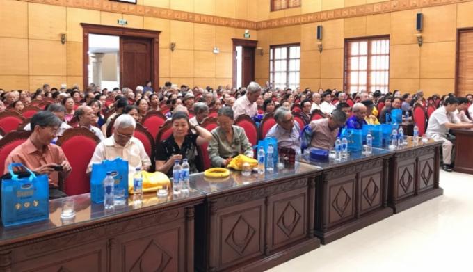 Hội thảo thu hút số lượng lớn người cao tuổi tới tham dự.