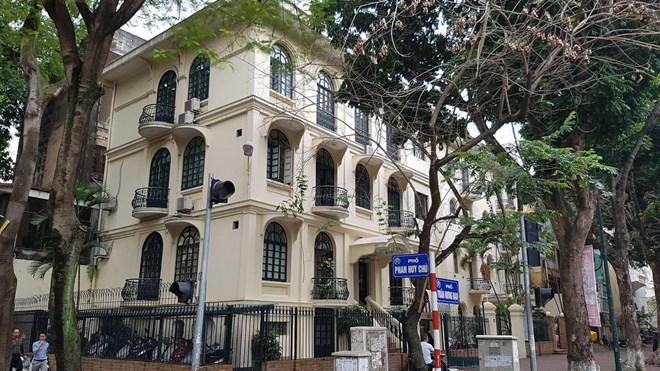 Ngôi biệt thự số 20 phố Trần Hưng Đạo (quận Hoàn Kiếm) là một trong những biệt thự vừa đưa ra khỏi danh mục 1.253 nhà biệt thự cũ xây dựng trước năm 1954.