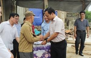Ông Quàng Văn Pành nghẹn ngào, xúc động cảm ơn tấm lòng tốt đẹp của Bộ Tư pháp đối với gia đình ông cũng như đối với bà con huyện Mường La