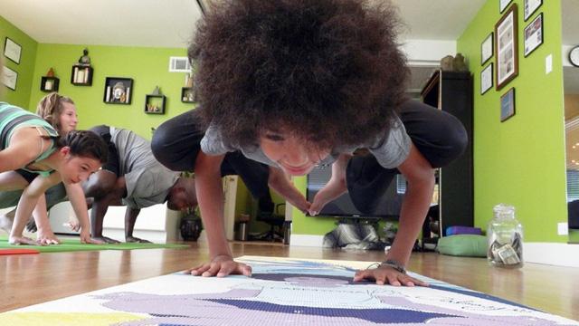 Giáo viên yoga nhỏ tuổi nhất nước Mỹ là cậu bé 11 tuổi