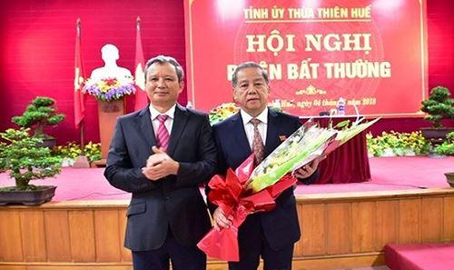 Chủ tịch UBND tỉnh TT- Huế nhiệm kỳ 2016- 2021, ông Phan Ngọc Thọ (bên phải)