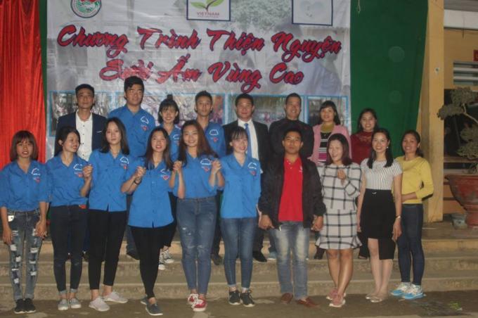 CLB Trái tim Tình nguyện chụp ảnh lưu niệm khi thực hiện Chương trình Đông ấm vùng cao ở Hà Giang.