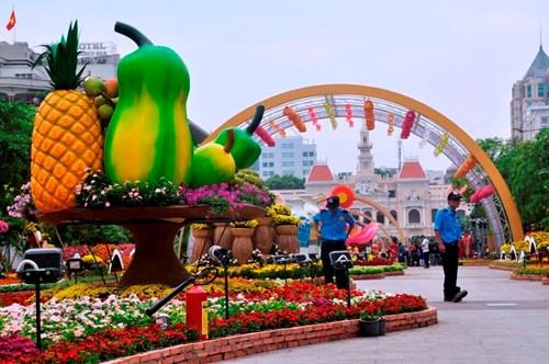 Ngắm đường hoa Nguyễn Huệ trước giờ khai hội