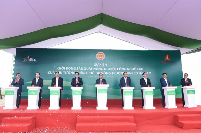 Thủ tướng Chính phủ Nguyễn Xuân Phúc đã nhấn nút khởi động Dự án sản xuất nông nghiệp công nghệ cao tại nông trường VinEco Hà Nam.
