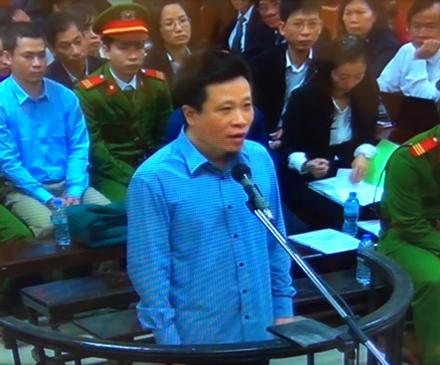 Hà Văn Thắm, Nguyễn Xuân Sơn đã bàn bạc với nhau như nào để đề ra chủ trương thu thêm lãi suất vay tín dụng?