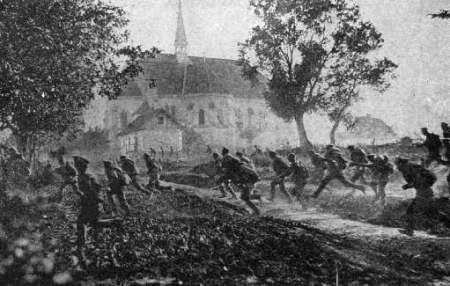 Hình ảnh binh sĩ Đức chạy tán loạn vì tưởng bom rơi từ trên máy bay. Ảnh minh họa: topyaps.com
