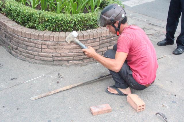 Móc sắt sau đó đã được cắt bỏ.