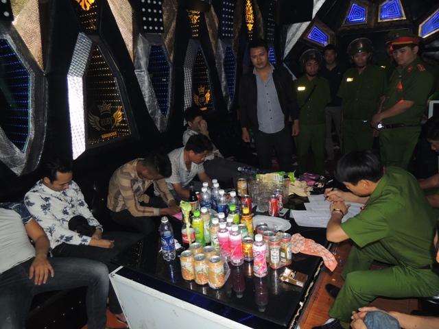Phòng Cảnh sát Quản lý hành chính về trật tự xã hội, Công an tỉnh Hà Nam kiểm tra hành chính quán karaoke Rubi.