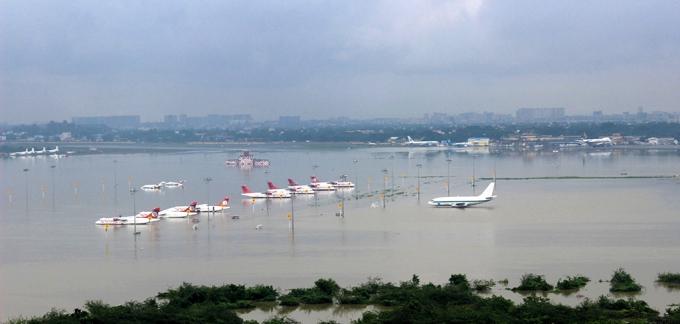 13. Sân bay Chennai đã bị đóng của bởi mưa lũ, tất