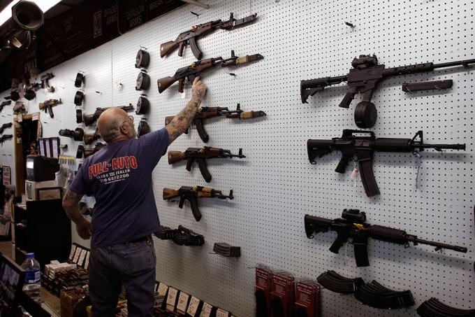 Mỹ sẽ thắt chặt hoạt động mua bán vũ khí dân sự trong năm 2016. (Ảnh: AFP)