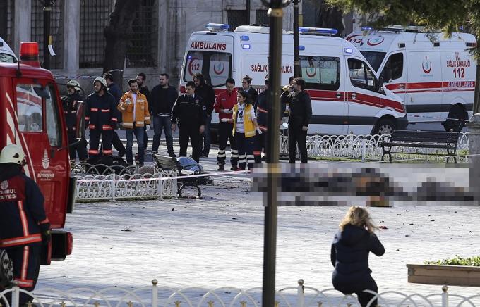 Ngày 12/1, vào lúc 10h 20 (theo giờ địa phương), một vụ đánh bom liều chết đã xảy ra tại quảng trường Sultanahmet, thành phố Istanbun (Thổ Nhĩ Kỳ). (Ảnh: AP)