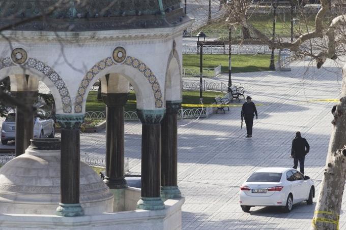 Sau vụ tấn công hôm 12/1, lực lượng an ninh Thổ Nhĩ Kỳ đã tiến hành các chiến dịch tấn công nhằm vào các nhóm khủng bố. Có ít nhất 16 người đã bị bắt vì bị cáo buộc là thành viên của IS. (Ảnh: AP)