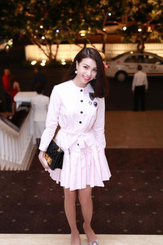 Trà Ngọc Hằng xinh tươi trong chiếc váy hàng hiệu