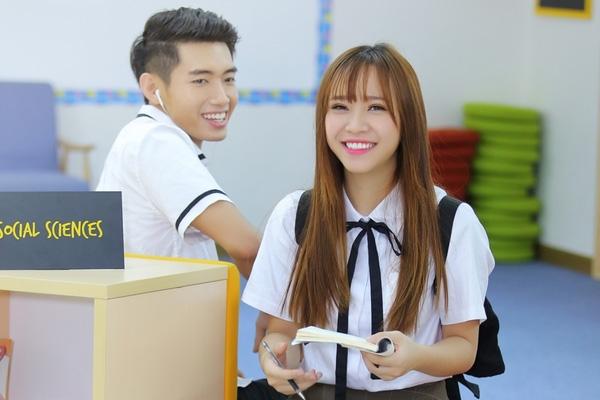 Bảo Uyên xinh tươi trong trang phục học trò