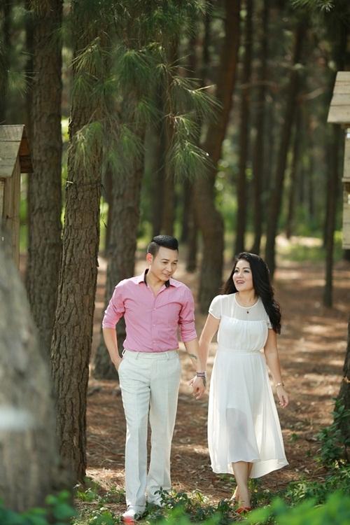 Anh Thơ nhận lời song ca với Linh Nguyễn vì ngoài tình bạn thân thiết, cô còn thích giọng hát rất tình và