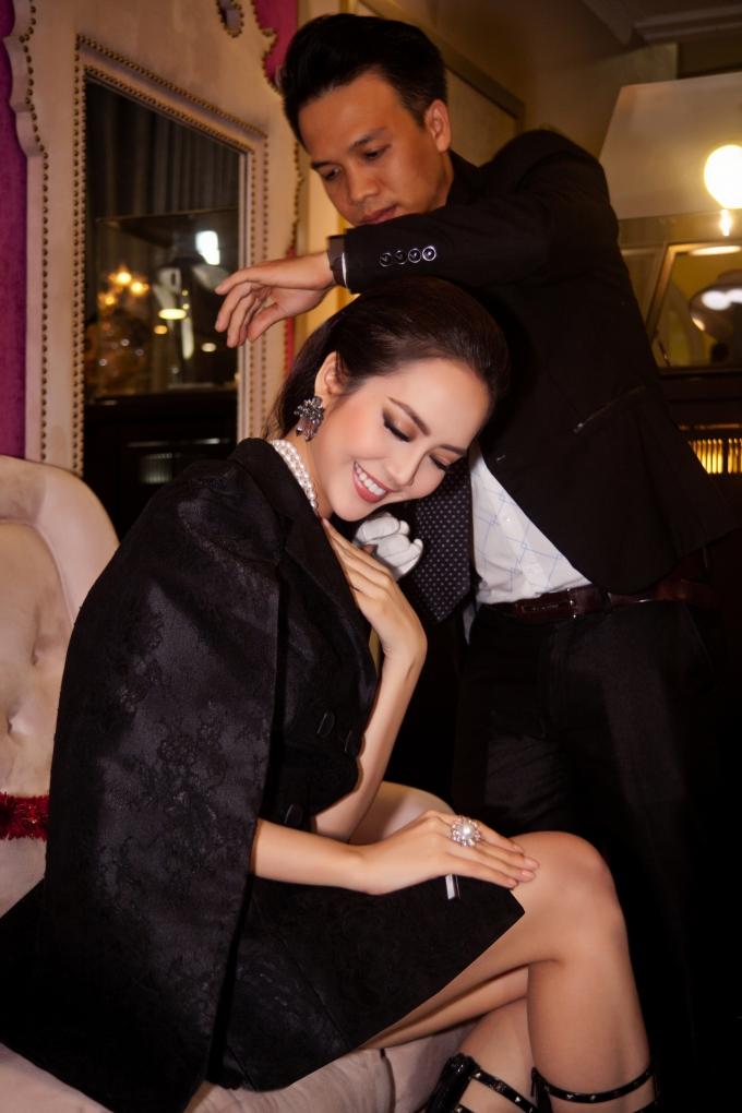Các người đẹp thích thú mê mẩn với bộ sưu tập kim cương của Lý Nhã Kỳ