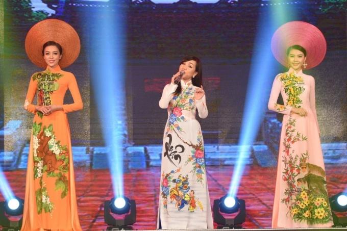 Hà Vân trình bày ca khúc