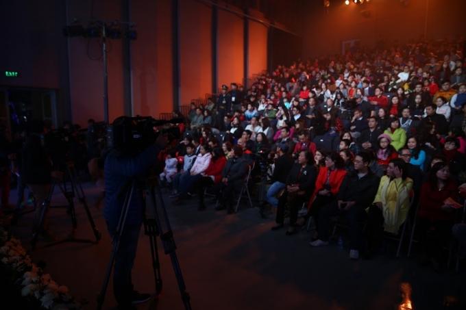 Trường quay của Đài truyền hình Việt Nam chật kín khán giả theo dõi ghi hình Táo Quân 2016