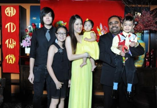 Thu Phương dù đã đinh cư tại Hoa Kỳ nhưng luôn dạy con cái không được quên gia đình, nguồn cội.