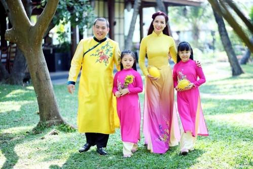 MC Thúy Hạnh và nhạc sĩ Minh Khang cùng hai công chúa
