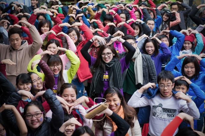 Á hậu Dương Tú Anh xinh đẹp nổi bật như nàng tiên mang mùa Xuân về bản Lác - Mai Châu.