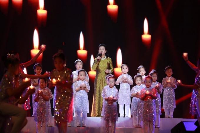 Hình ảnh ấn tượng của danh ca Khánh Ly trong liveshow