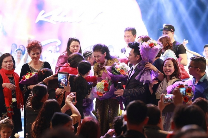 Khánh Ly luôn nhận được sự ái mộ của người Hà Nội.