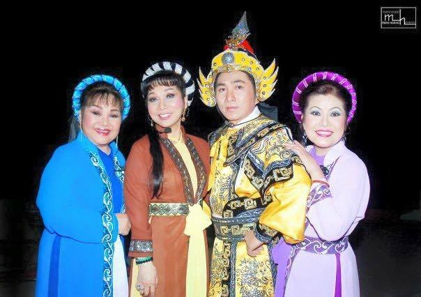 Ca sĩ Quang Thành cùng các nghệ sĩ cổ nhạc