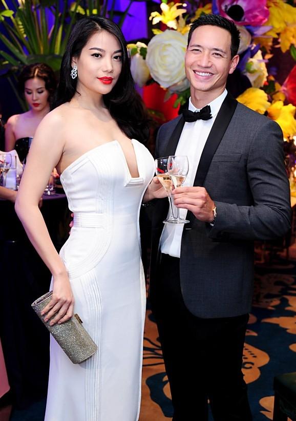 Trương Ngọc Ánh và Kim Lý luôn sánh bước bên nhau.