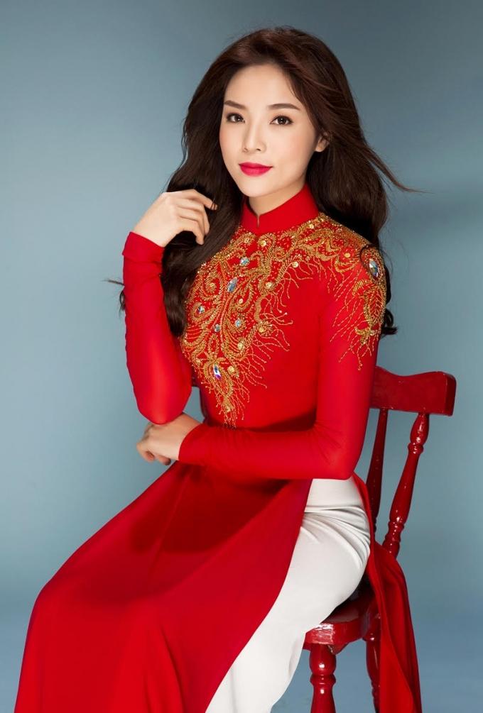 Với hoa hậu Kỳ Duyên, khi mặc áo dài cô luôn cảm thấy mình tự tin, xinh đẹp và quyến rũ hơn.