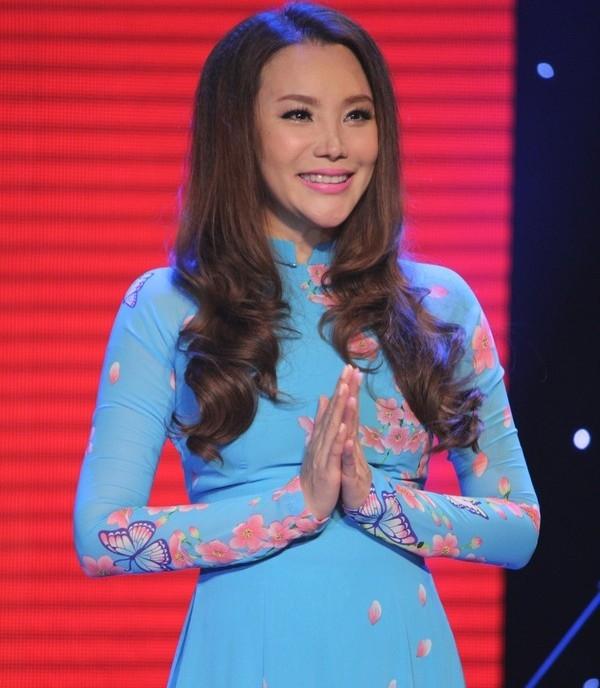 Theo ca sĩ Hồ Quỳnh Hương ăn chay trường giúp sức khỏe tốt hơn, tươi trẻ và xinh đẹp hơn.