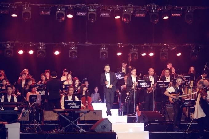 Tuấn Hưng hát cùng hai dàn nhạcMaius Philharmonic và Band Màu nước.