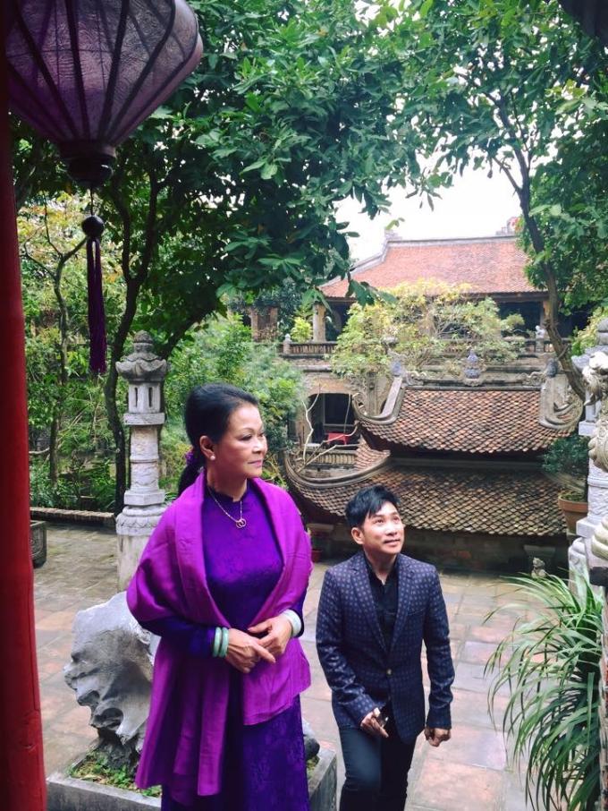 Ca sĩ Quang Thành - người đồng hành với ca sĩ Khánh Ly đã lý giải vì sự khiêm nhường nên Khánh Ly luôn nhận được tình yêu thương của khán giả.