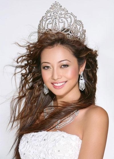 Hoa hậu châu Á tại Mỹ Jennifer Phạm cũng tham dự với vai trò MC của buổi họp báo.