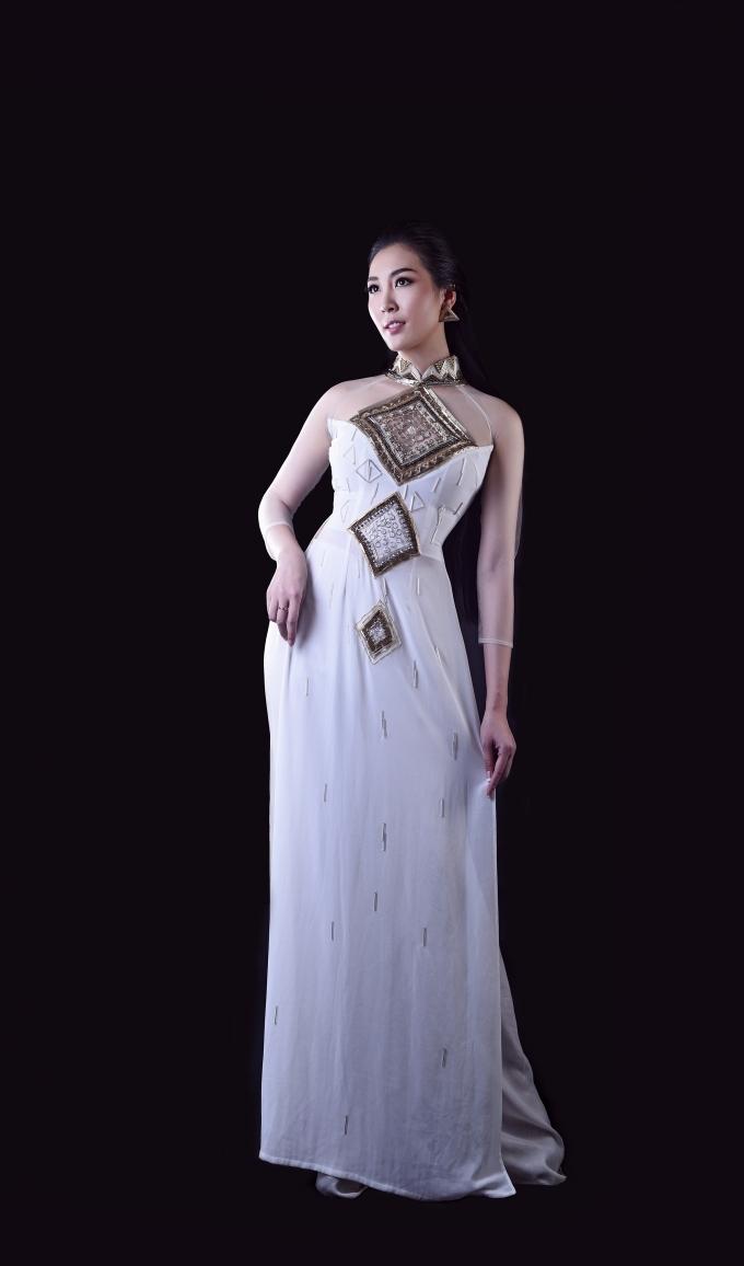 Áo dài cách điệu từ hình ảnhmái ngói của Văn miếu Trấn Biên