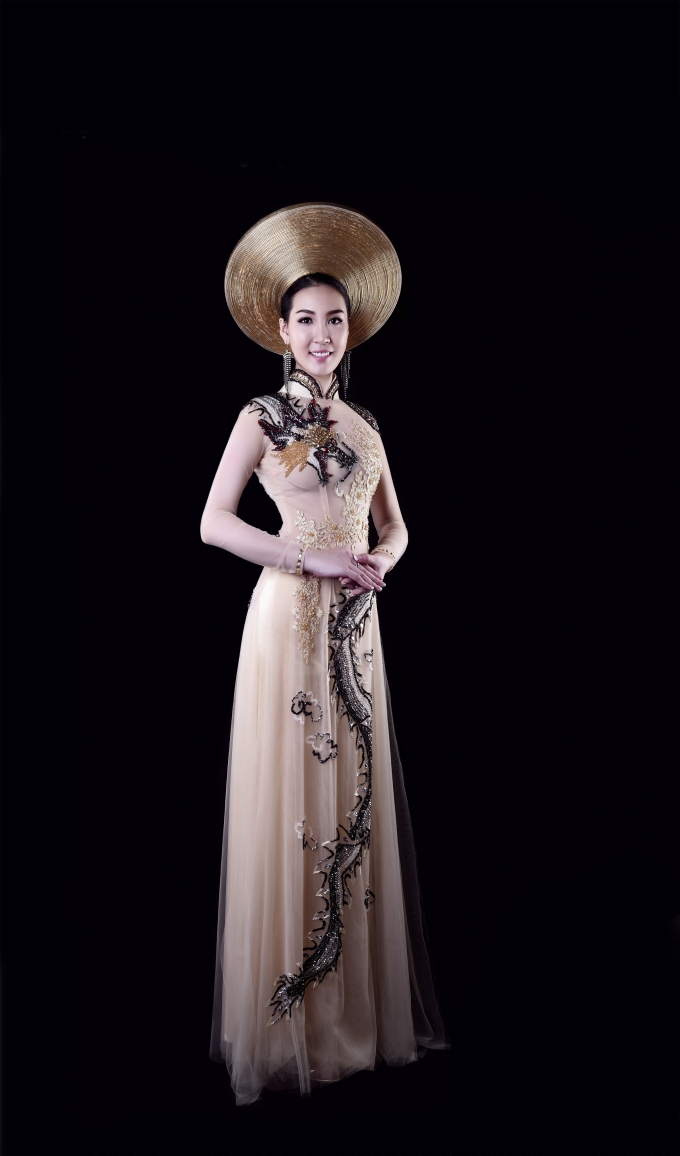 Mẫu thiết kế áo dài lấy ý tưởng từ long và phụng.
