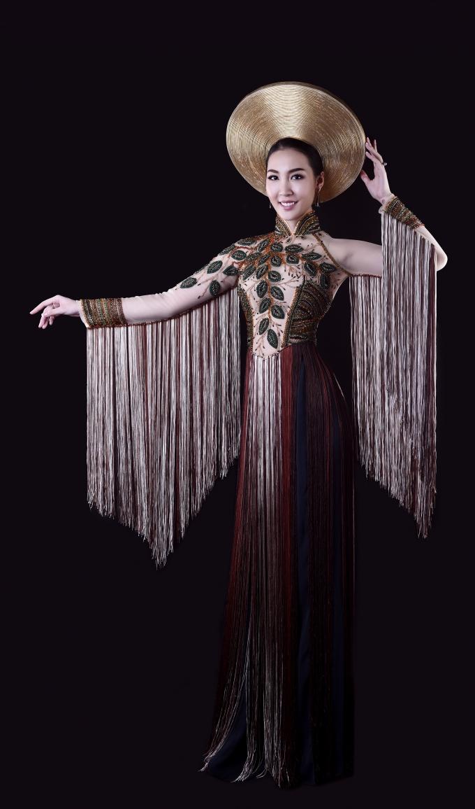 Mẫu áo dài lấy ý tưởng từ cây si cổ thụ.