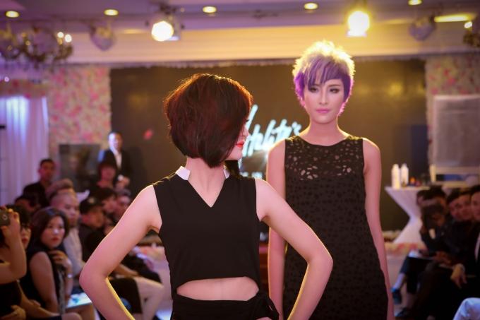 Cả hai mẫu tóc được sử dụngsản phẩm chăm sóc tóc Vitality's.